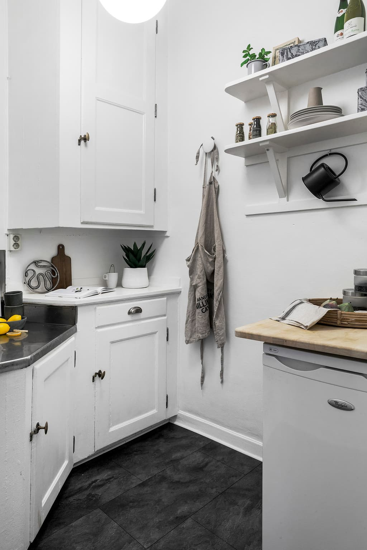 bild på litet ljust kök
